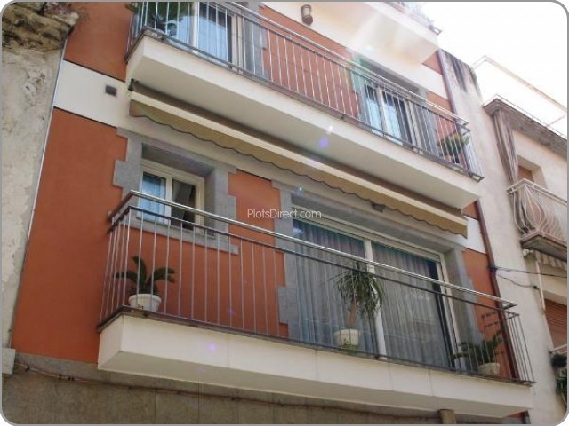 Girona Apartment for Sale   with 3 Bedrooms